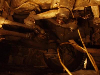 Ну так просто сфоткал что у меня там под двигателем. : Судя по всему, не фонтан... Но, всему свое время. - передняя часть.JPG