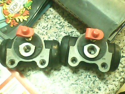 В основном на Газелях встречаются цилиндры 3302 на 12 я сам их продаю Разница между 24 и 2410 во внутреннем диаметре самого цилиндра:24=3302,а у 2410 он немного меньше это видно на фото  - IMG0007A.jpg