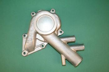 Крышка водяного насоса снаружи  - Корпус водяного насоса нового образца - 01.JPG