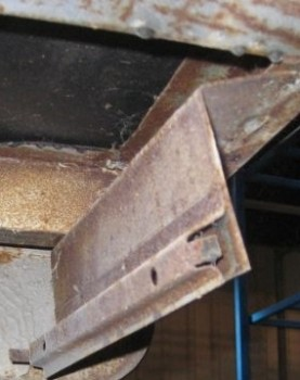 Изготовление крепления брызговиков РАФ - ржавчина крепления.JPG