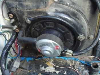 заменил мотор печки на таётовский, подошел как родной. Оборотов больше - DSC02925.JPG