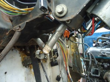 Втулки проточил под подшипник волговской рулевой - DSC02935.JPG