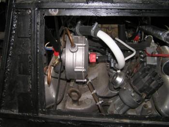 редуктор прикручен к крепежу на капоте. - P1010014 (2).JPG