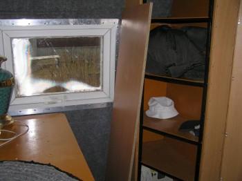 в спальной готово практически все, не хватает кромочной ленты и шарниров дверь шкафа повесить - P1010009.JPG