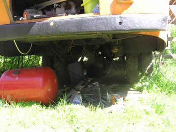 снизу сзади готово все для установки газовых баллонов - P1010015.JPG