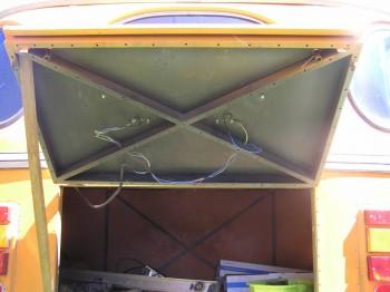 в багажнике нужно поставить внутреннюю обшивку на место - P1010020.JPG