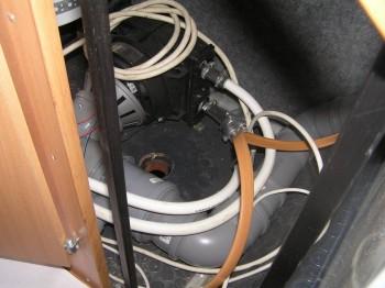 горловина под кухонным горнитуром - P1010005.JPG