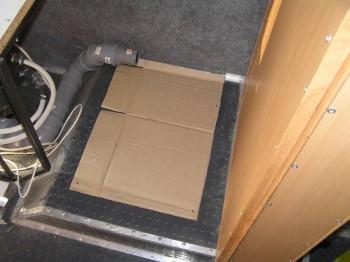 Занялся креплением холодильника к полу, это его шаблон - P1010004.JPG
