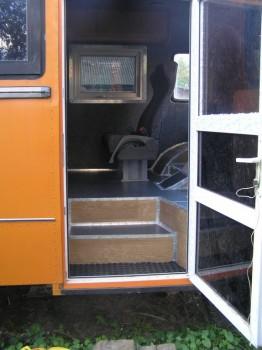 теперь так выглядит вход в автобус, снизу в дальнейшем будет установлена выдвижная ступенька. - P1010002.jpg
