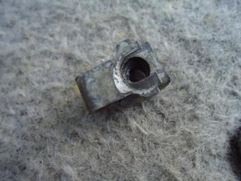гайки поставил с крепления фар волги 3110 - DSC03127.JPG