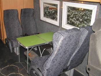 Здесь временно стоит походный столик, обживаем уже автобус, пробовали ужинать вшестером, места только-только, маловат пазик для большой компании, теперь пришло понимание что очень хорошо в нем ездить в четвером. а в шестелом тесновато, не развернёшься. - P1010008.JPG