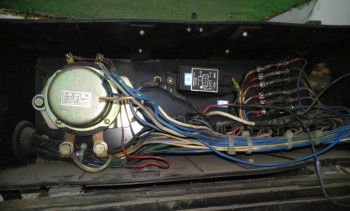 Блок реле кондиционера, расположен сзади-слева. Управляет вентиляторами кондея. - 20190907_184203[1].jpg