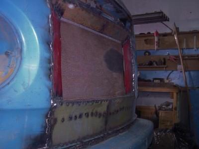 Установка радиатора и двигателя ВАЗ на Т-2 - радиатор спереди.JPG